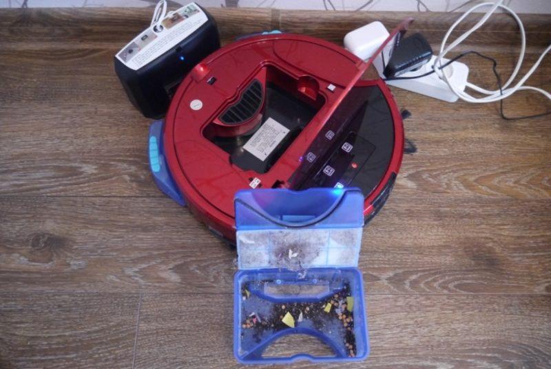 Як забрався робот пилосос в квартирі cleverPANDA i5